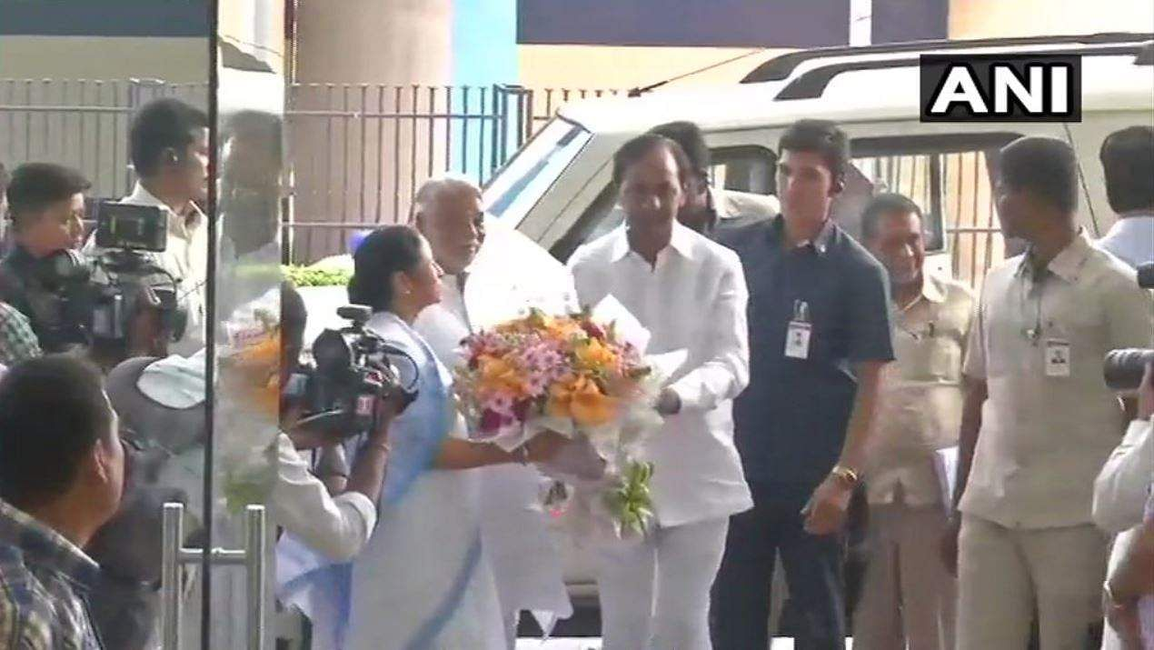 KCR meets Mamata, says federal front in making