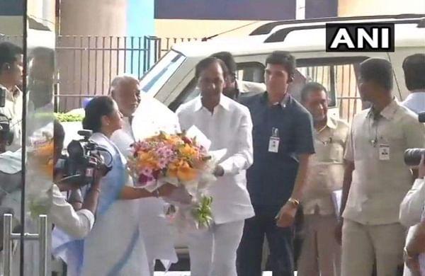 Telangana Chief Minister KC Rao meets Chief Minister Mamata Banerjee in West Bengal's Kolkata. | ANI