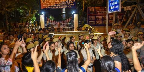 Students of JNU protest against JNU professor who is accused of sexually harsassing female students at Vasant Kunj Police Station in New Delhi on Monday. (PTI)