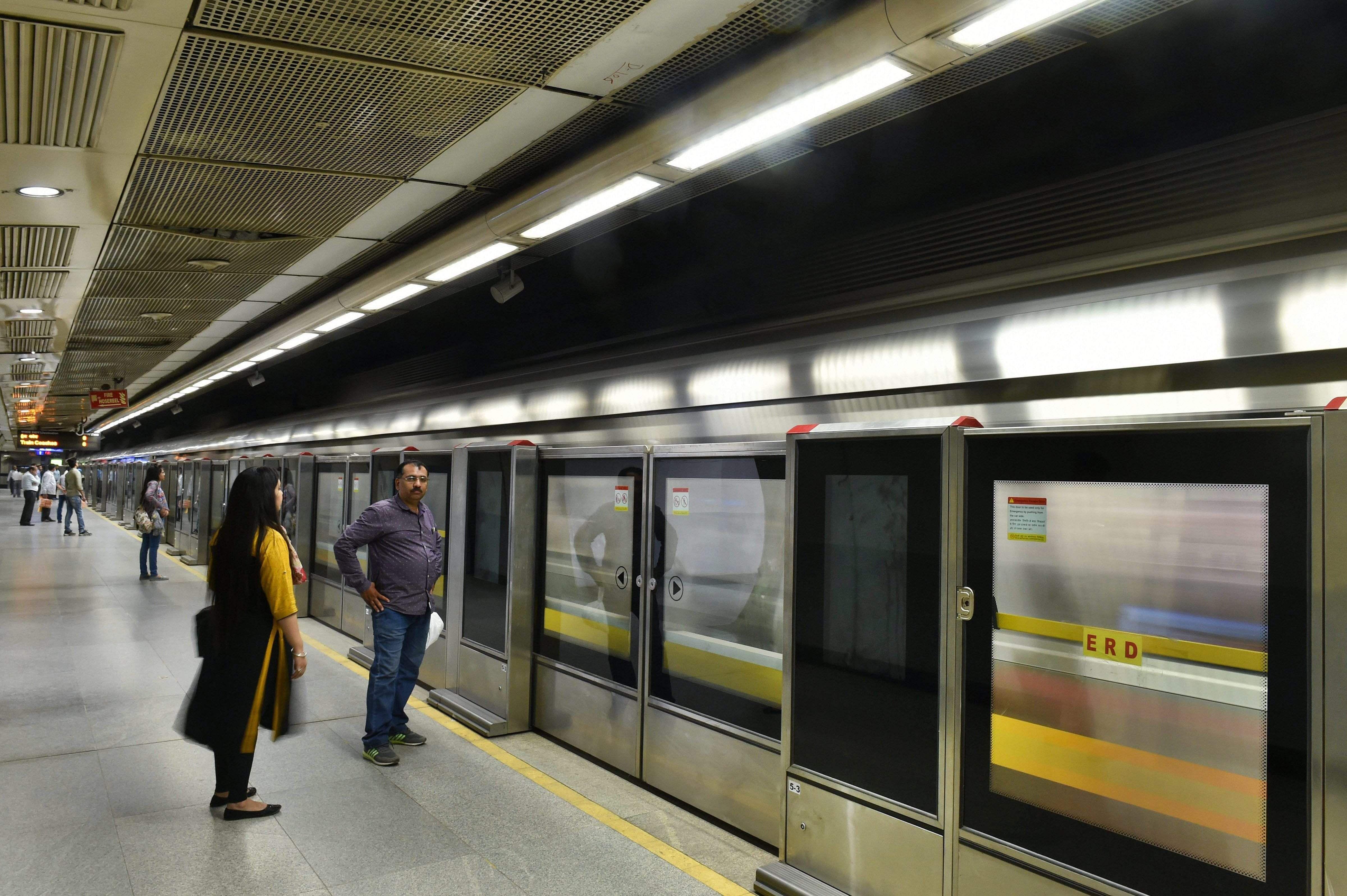 The newly installed platform screen doors (PSDs) began functioning at Delhi Metro Rail Corporation\u0027s (DMRC) Chawri Bazar and Chandni Chowk metro stations ... & SEE PICTURES | Delhi\u0027s Chandni Chowk Chawri Bazar metro stations ...