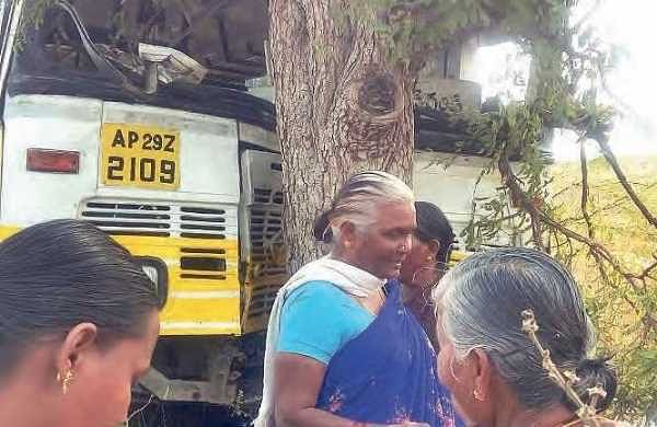 Andhra Pradesh: APSRTC driver suffers stroke, yet steers bus