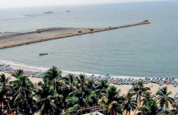 File: Construction of the breakwater for the Vizhinjam seaport in progress at Vizhinjam-Mulloor region (EPS   Kaviyoor Santhosh)