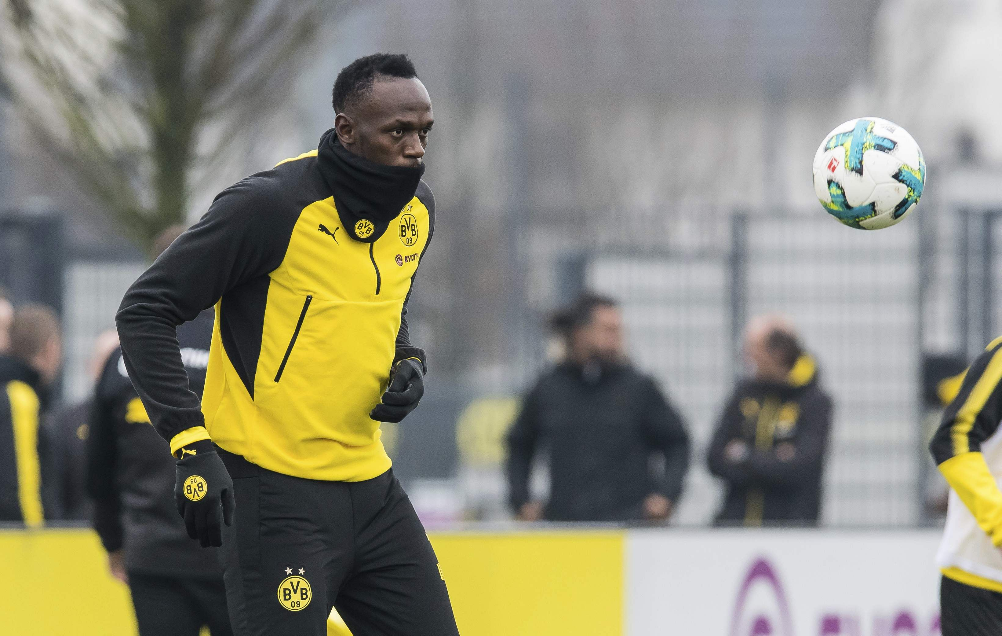 Usain Bolt Pulls Off Impressive Nutmeg In Borussia Dortmund Training