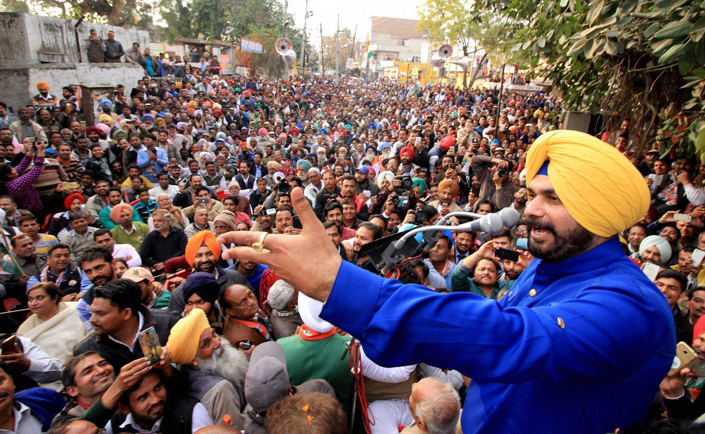 Income Tax Department seizes Navjot Sidhu's bank accounts