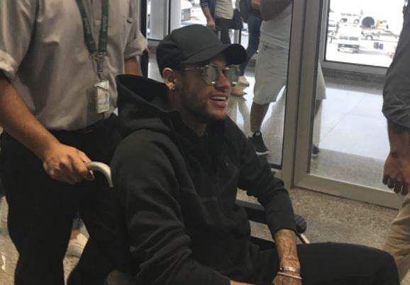 Neymar undergoes successful surgery
