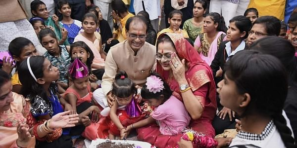 Madhya Pradesh Chief Minister Shivraj Singh Chouhan celebrates his birthday with his wife Sadhna Singh and orphan children of Bal Niketan in Bhopal. | PTI