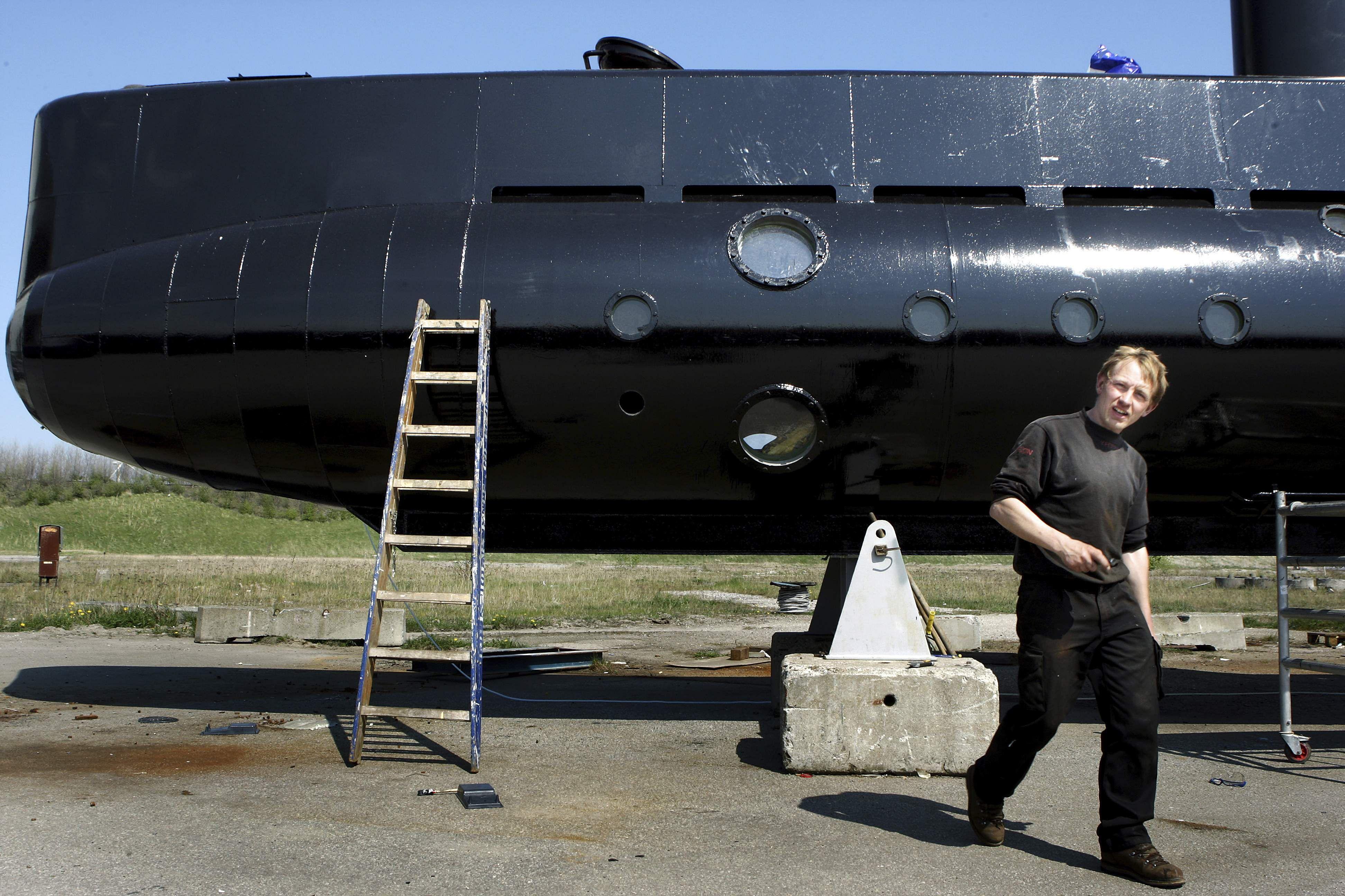 Submarine killer Peter Madsen googled beheading women, court told