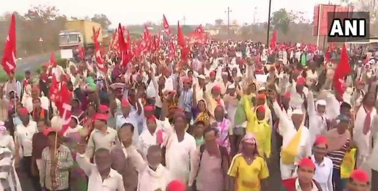 The farmers who are covering a stretch of 30 km every day aims at gheraoing Maharashtra Vidhan Sabha in Mumbai on March 12. | ANI Twitter