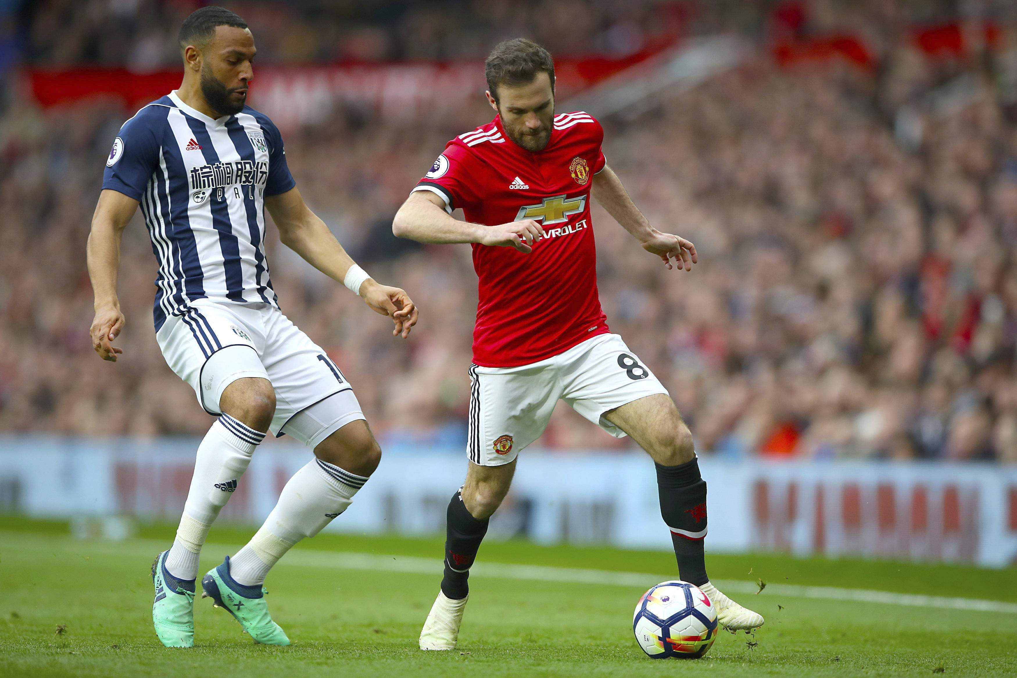 West Bromwich Albion's Matt Phillips, left, challenges Manchester United's Juan Mata for the ball. (AP)