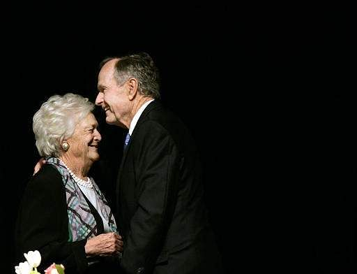 former President George H.W. Bush embraces former first lady Barbara Bush.(File |AP)