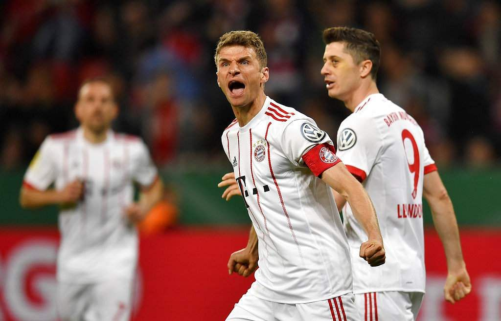 Muller hat-trick fires Bayern to cup final