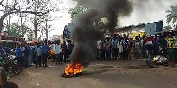 Locals block Keonjhar-Thakurmunda State Highway demanding arrest of rape accused. | EPS