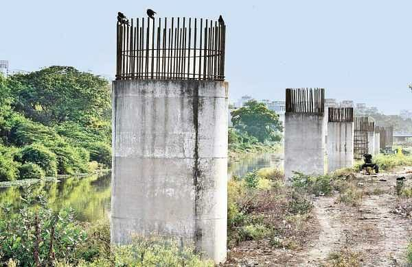 Pillars erected for the Maduravoyal-Port project at Chetpet | Martin Louis