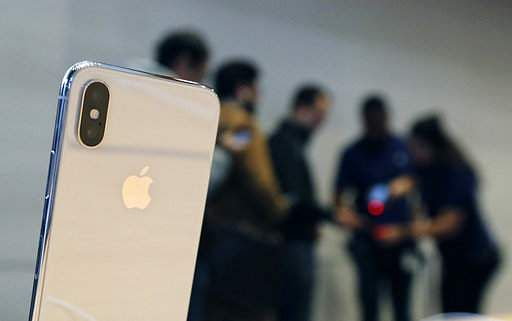 Apple's reach for new screen supplier hits hurdles