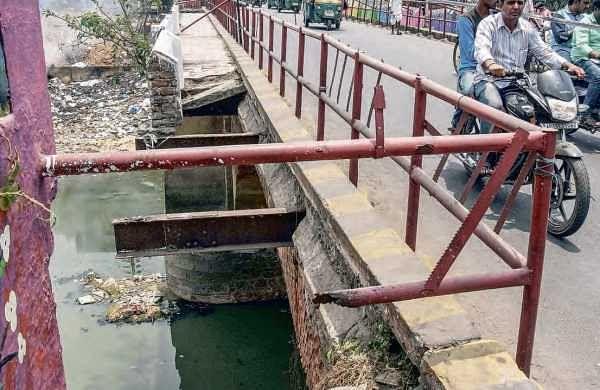 The bridge near Alanakar centre lies in a ruined state in Vijayawada | P Ravindra Babu