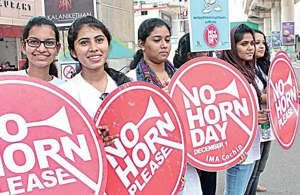 Students campaigning against noise pollution on MG Road which was declared a 'No Horn Area' from Seemati to Maharaja's Metro Station on Thursday | Melton Antony