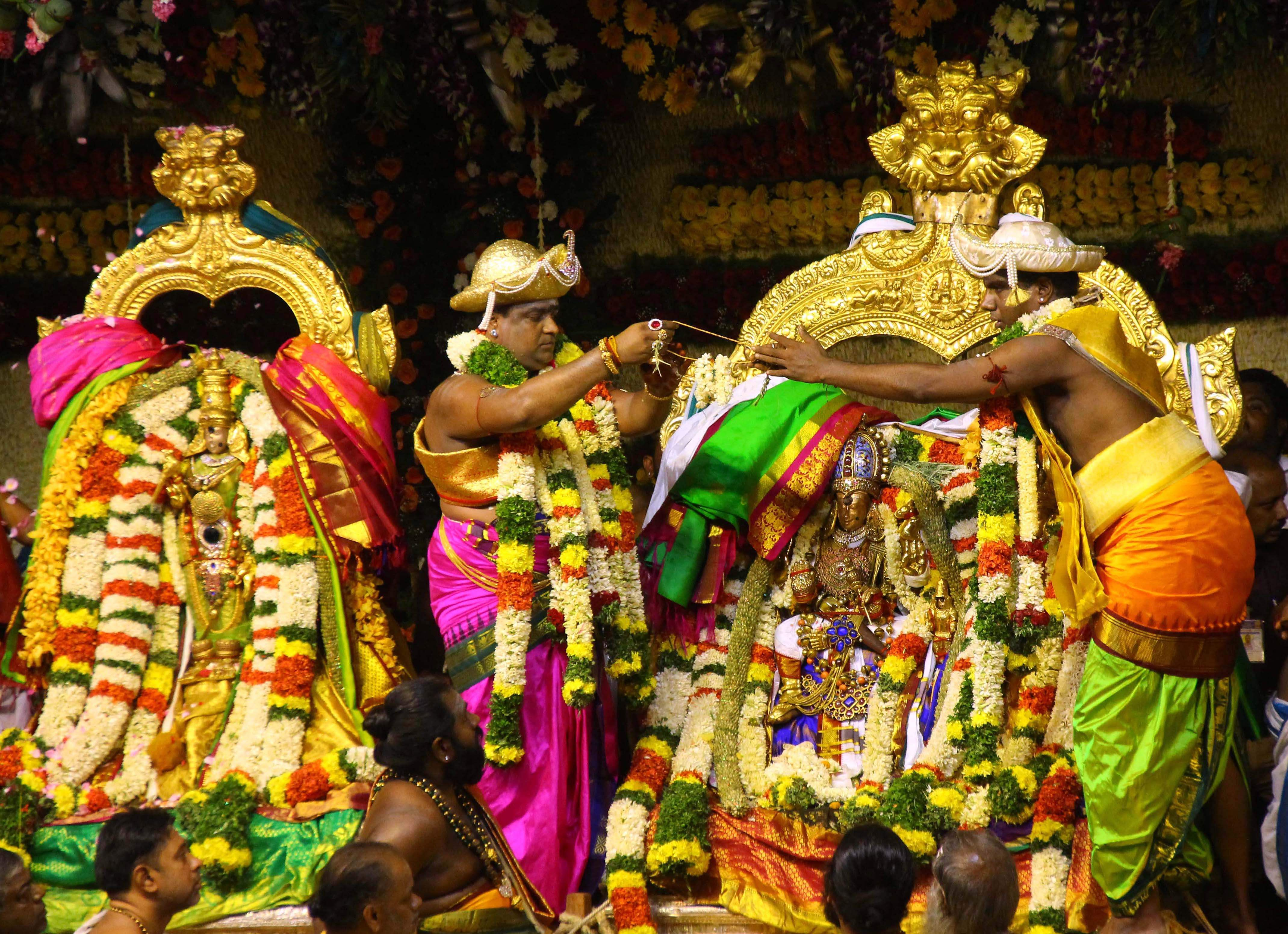 In a grand celestial wedding meenakshi weds sundareswarar at the celestial wedding of meenakshi and sundareswarar with elaborate arrangements took place yesterday at the sri meenakshi sundareswarar temple madurai altavistaventures Gallery