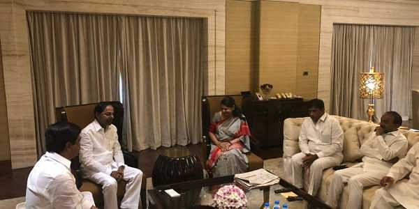 KCR, Akhilesh discuss proposed front