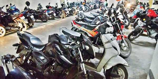 Hyderabad hospitals do not follow free parking rule for patients nor visitors