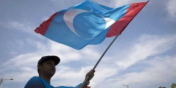 0 1 2 3 4 5 6 7 A supporter waves a flag of the People's Justice Party outside palace in Kuala Lumpur, Malaysia. | AP