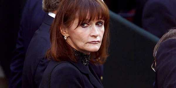 """FILE - In this Oct. 3, 2000 file photo, actress Margot Kidder, who dated former Prime Minister Pierre Trudeau, arrives for his funeral at Notre-Dame Basilica in Montreal, Quebec. Kidder, who starred as Lois Lane in the """"Superman"""" film franchise of the lat"""