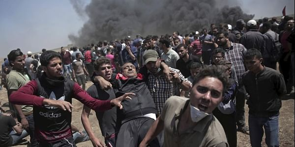 Israeli troops kill 2 and injure hundreds, Palestinians say