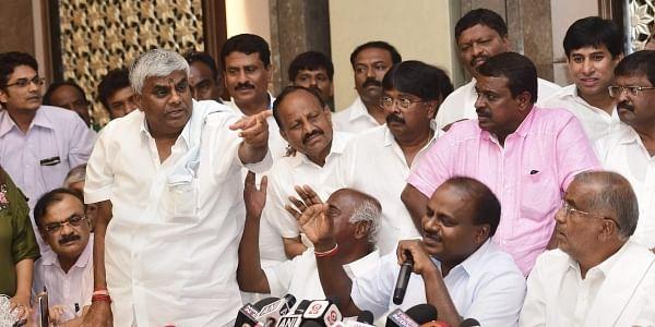 karnataka-news-congress-revolt-on-kumaraswamy-gove