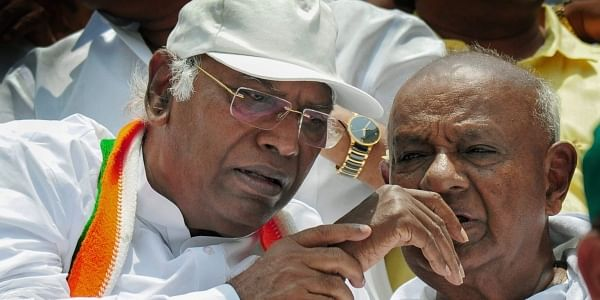 BS Yeddyurappa called to form Govt in Karnataka