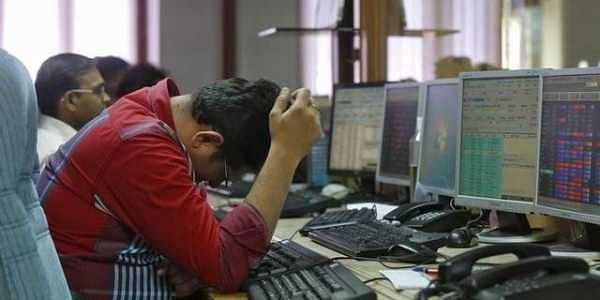 Sensex falls over 230 points in closing, Nifty comes below 10700