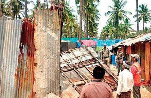 Illegal settlements being removed from the Bellandur lakebed