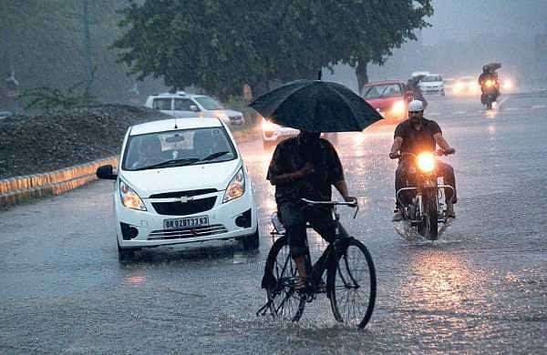 Commuters taken by surprise by a sudden downpour in Bhubaneswar on Wednesday morning | Biswanath Swain