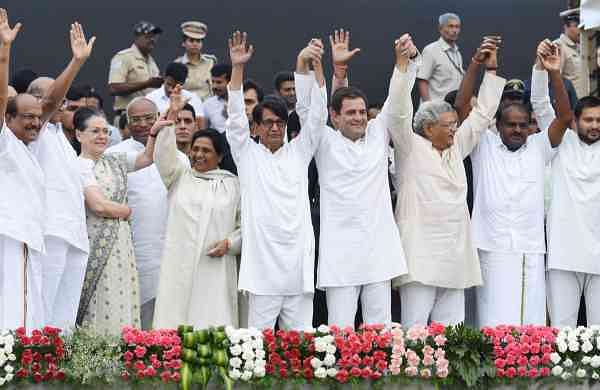 Leaders of Congress and non-BJP parties at the swearing-in ceremony of H D Kumaraswamy as Chief Minister at Vidhana Soudha in Bengaluru on Wednesday   Vinod Kumar T