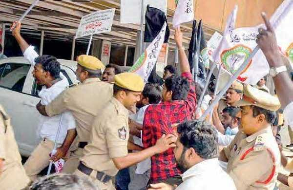 Police arrest activists of Visalandra Mahasabha as they tried to barge into Income Tax Office demanding special category status in Vijayawada on Thursday | Express
