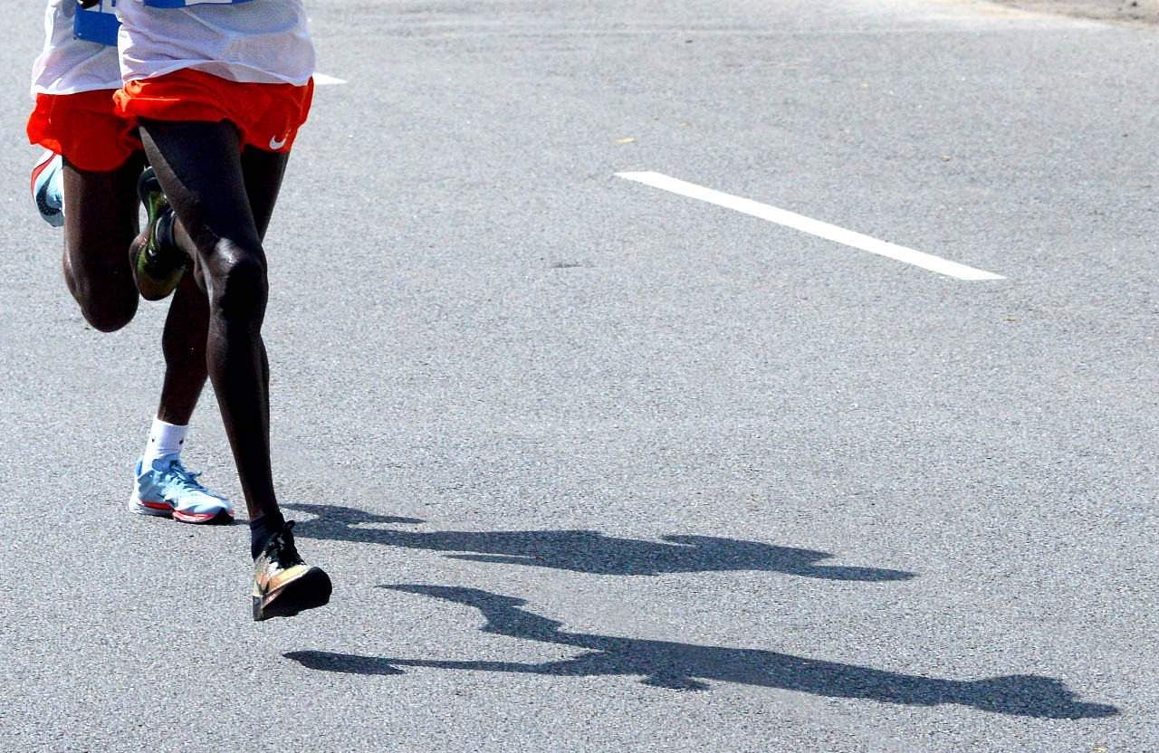 Ethiopia's Birhanu Legese and Kenya's Geoffrey Kipsang Kamworor during the 10k marathon run.  (EPS | Pushkar V)