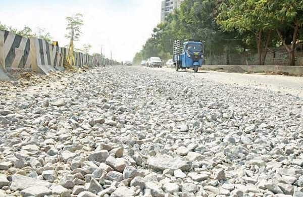 Debris dumped along the roadside between Hitec City MMTS Station and Hafeezpet | Vinay Madapu