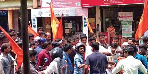RSS workers attack photojournalist in Kerala