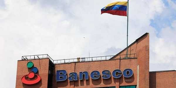 Venezuela takes charge of big bank, arrests 11 executives