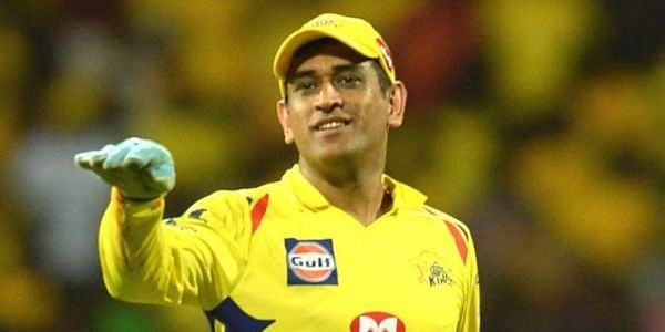 Fan breaches security to touch MS Dhoni's feet during IPL match