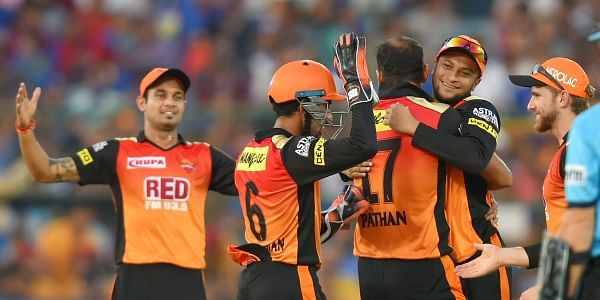 Sunrisers beat Royal Challengers in a thriller to reach the Qualifiers