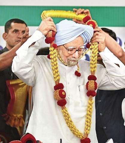 No PM stooped as low as Modi for power: Manmohan Singh