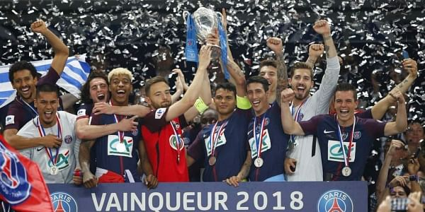 1 1 2 3 4 5 6 7 8 9 10 PSG's Thiago Silva, center right, with Les Herbiers' Sebastien Flochon, center left, lift up the trophy with the whole PSG team after the French Cup soccer final Paris Saint Germain against Les Herbiers at the Stade de France stadiu