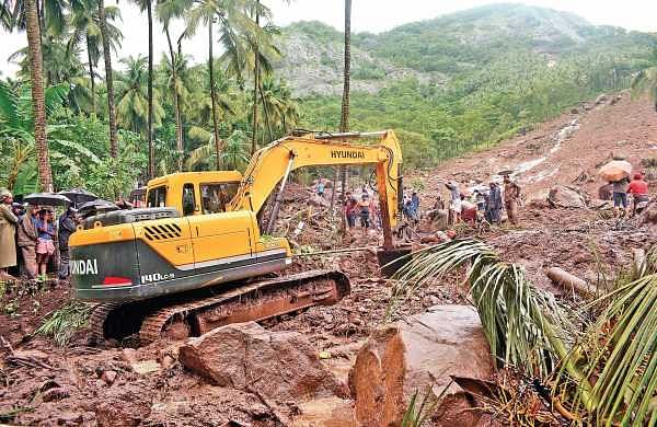 Rescue workers trying to recover bodies trapped underneath the mud at Karinchola in Kozhikode after a landslide  | Manu R Mavelil