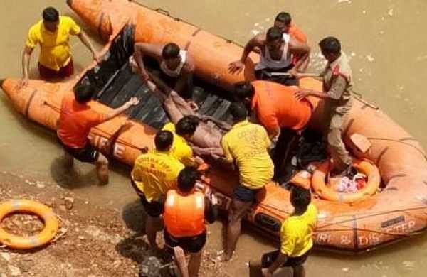 ODRAF official retrieving the body from Ib river on Sunday | Express