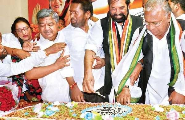 TPCC chief N Uttam Kumar Reddy cutting a birthday cake at Gandhi Bhavan in Hyderabad on Wednesday. Also seen is senior Congress leader V Hanumantha Rao | express