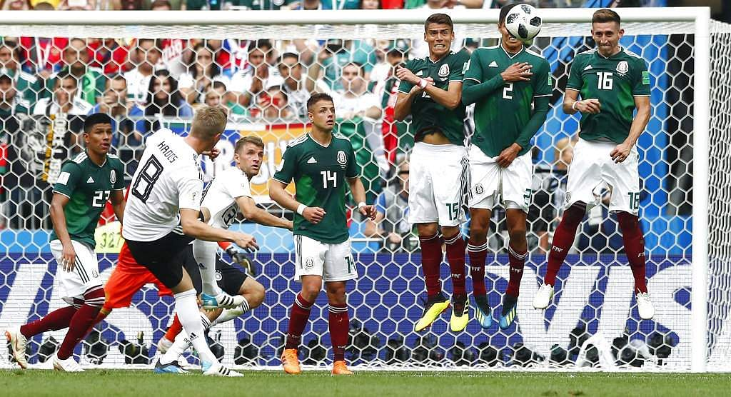 Toni Kroos, free kick