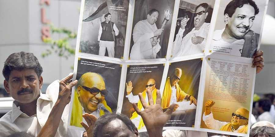 Supporters, media outside Kauvery Hospital in Chennai where DMK Chief Karunanidhi is admitted. (Photo | Martin Louis/ EPS)