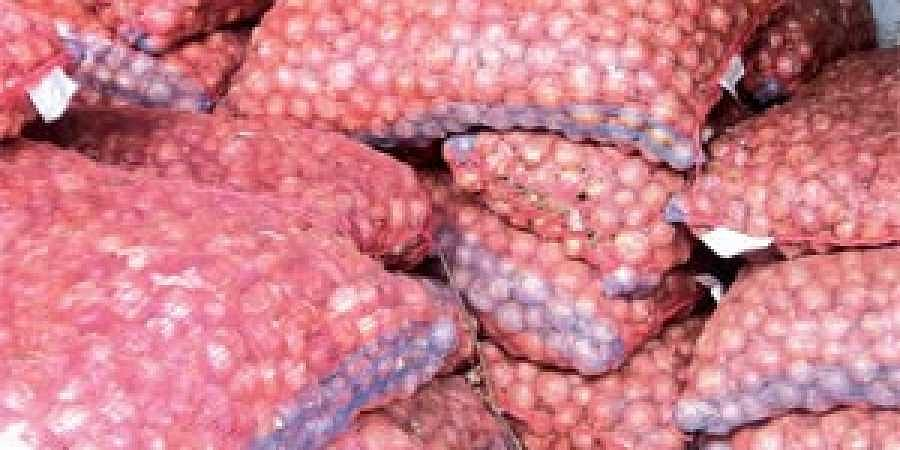 A couple of days ago Food Supply and Consumer Welfare Minister Surya Narayan Patro had expected a fall in price owing to arrival of at least 25 truckloads of onions from both AP and Maharashtra.