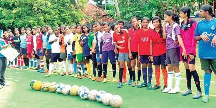 Kerala boys and girls apologise
