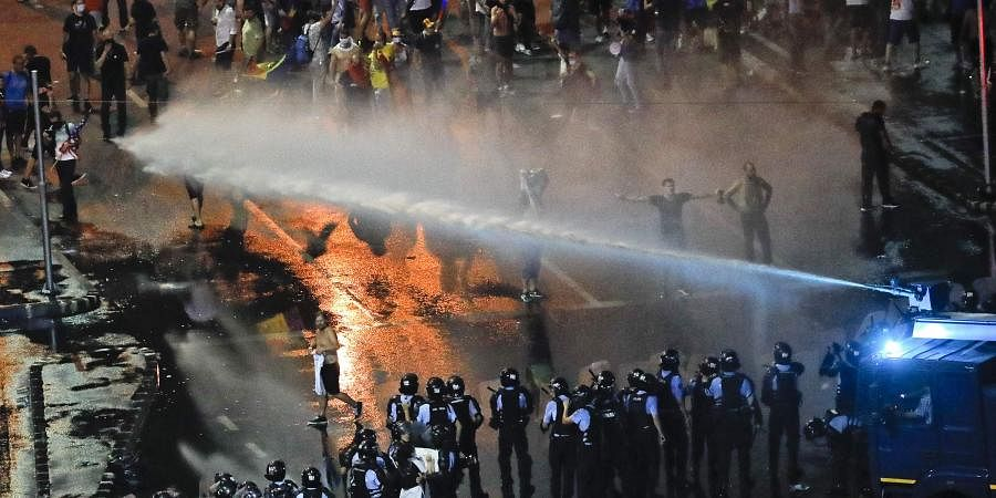 Romania: Violent protest leaves 440 needing medical treatment