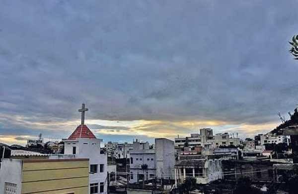 Dark clouds spread over Vijayawada on Friday evening | P Ravindra Babu